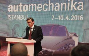 TRW Otomobil yedek parça genel müdürü Mesut Urgancılar, Automechanika'da konuşma yaparken.