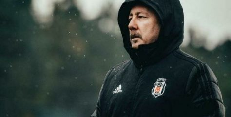 İki kupalı Şampiyon Beşiktaş'ta kriz büyüyor.